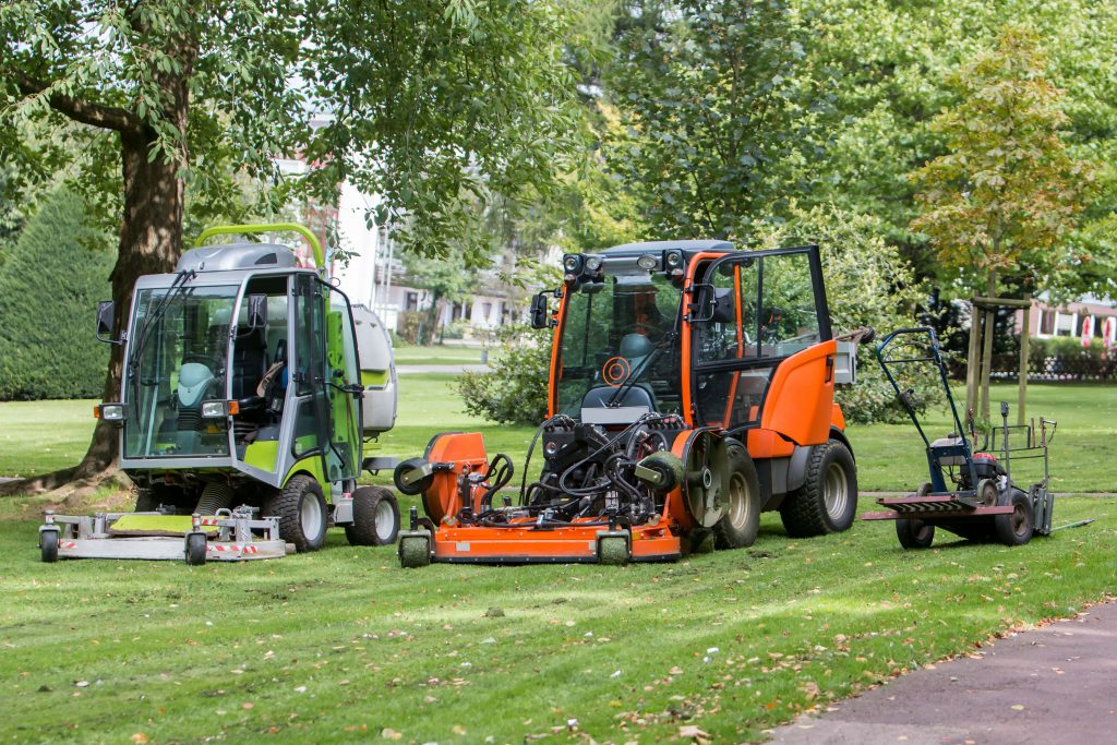 grounds maintenance cardiff cutting grass